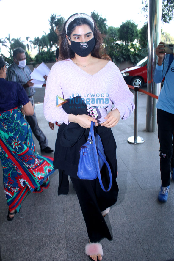 Photos Nimrat Kaur, Poonam Pandey, Nikhil Dwivedi and others snapped at the airport1 (3)