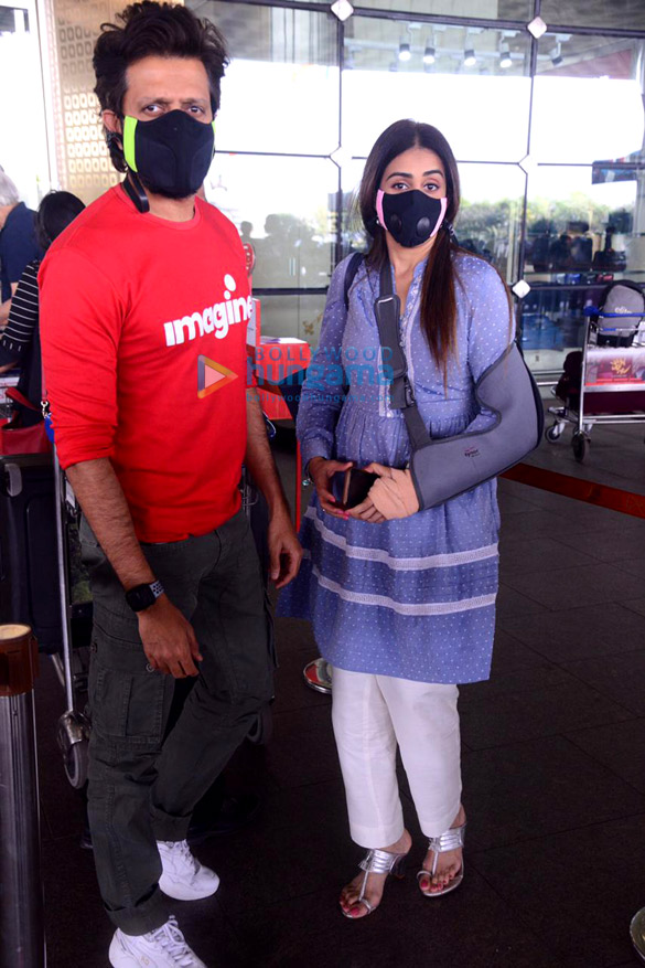 Photos Nimrat Kaur, Poonam Pandey, Nikhil Dwivedi and others snapped at the airport1 (4)