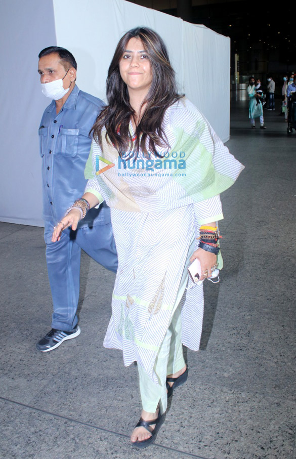 Photos Nimrat Kaur, Poonam Pandey, Nikhil Dwivedi and others snapped at the airport3 (2)