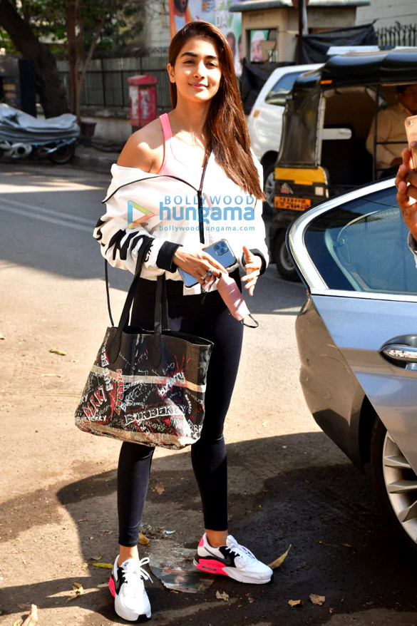 Photos Pooja Hegde spotted at gym (2)