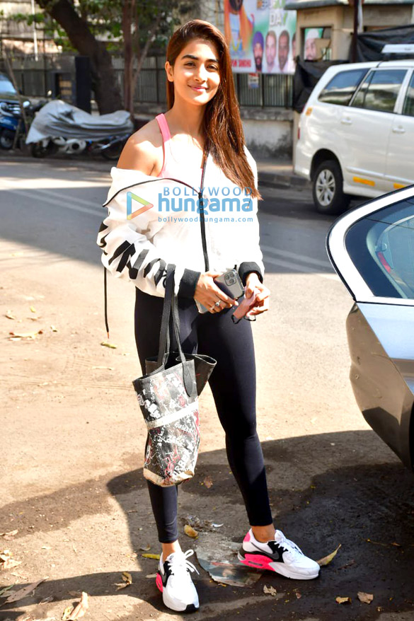 Photos Pooja Hegde spotted at gym (4)