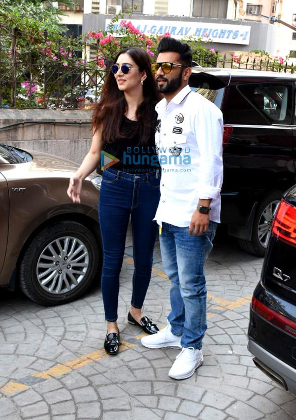 Photos Rahul Vaidya with girlfriend Disha Parmar at Frames Production house (1)