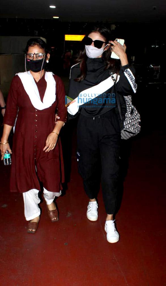 Photos Rajkummar Rao, Patralekha, Sunny Deol, Kangana Ranaut and others snapped at the airport-0012 (1)