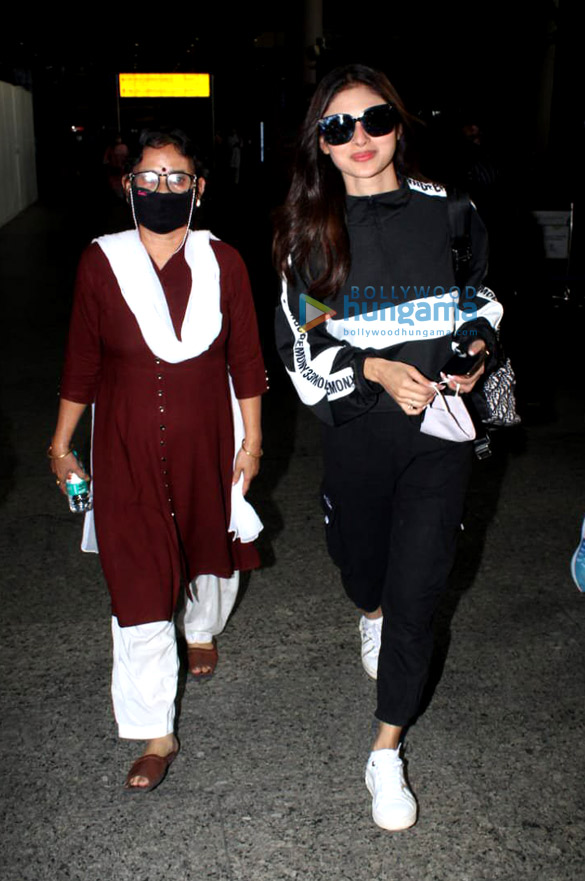 Photos Rajkummar Rao, Patralekha, Sunny Deol, Kangana Ranaut and others snapped at the airport-0012 (2)