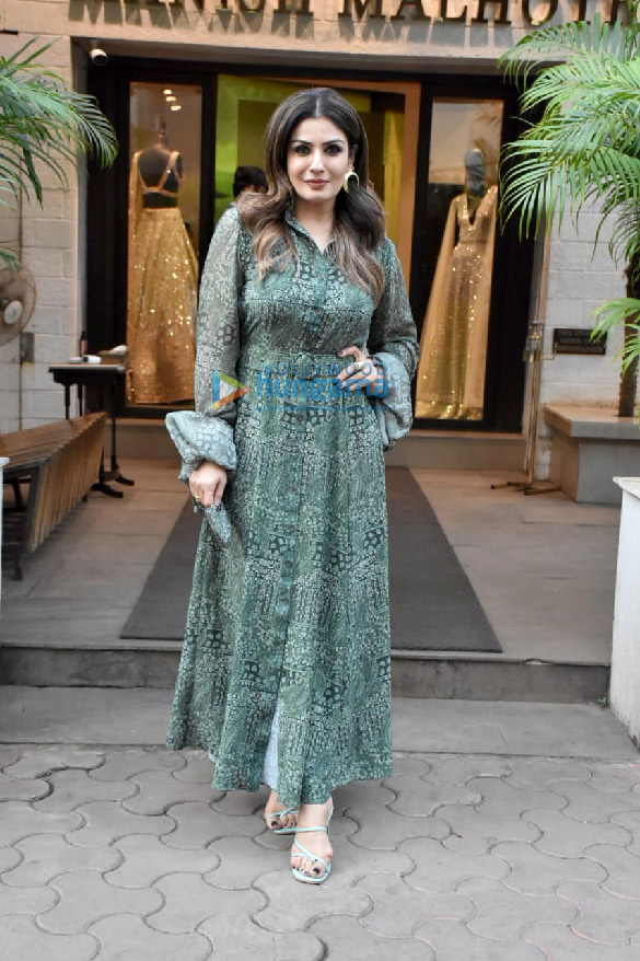 Photos Raveena Tandon spotted outside Manish Malhotra's store (3)
