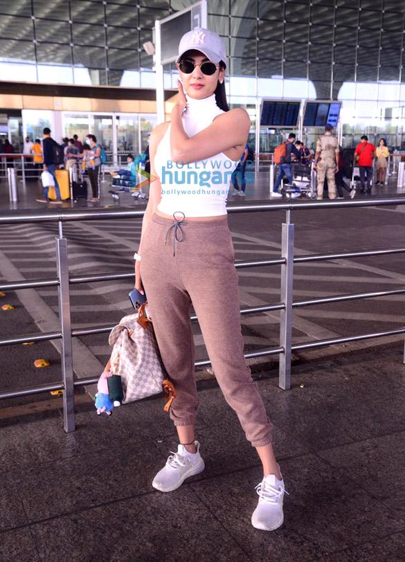 Photos Sonal Chauhan, Aparshakti Khurrana and Aayush Sharma snapped at the airport (1)