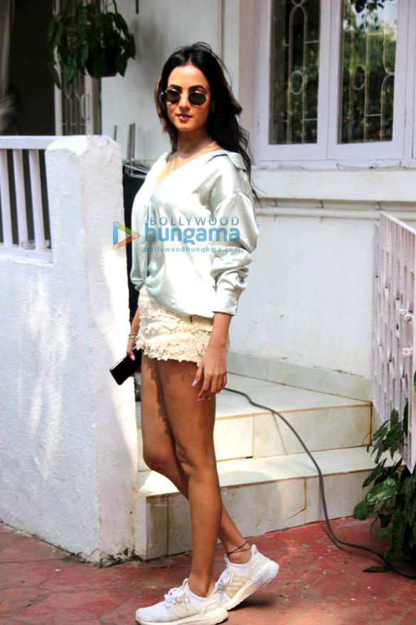 Photos Sonal Chauhan spotted at Bandra (1)