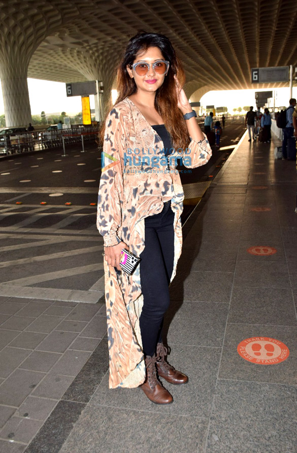 Photos Tamannaah Bhatia, Krushna Abhishek, Angad Bedi and others snapped at the airport (1)