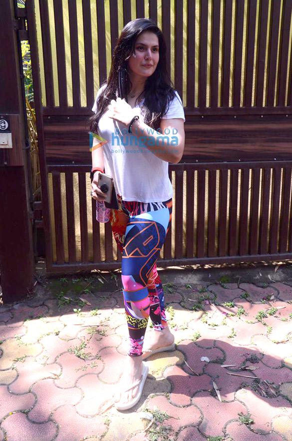 Photos Zareen Khan spotted at Anshuka Yoga in Bandra (4)