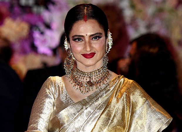 Rekha pursues her secret passion – singing; randomly rings up people in the industry and sings for them