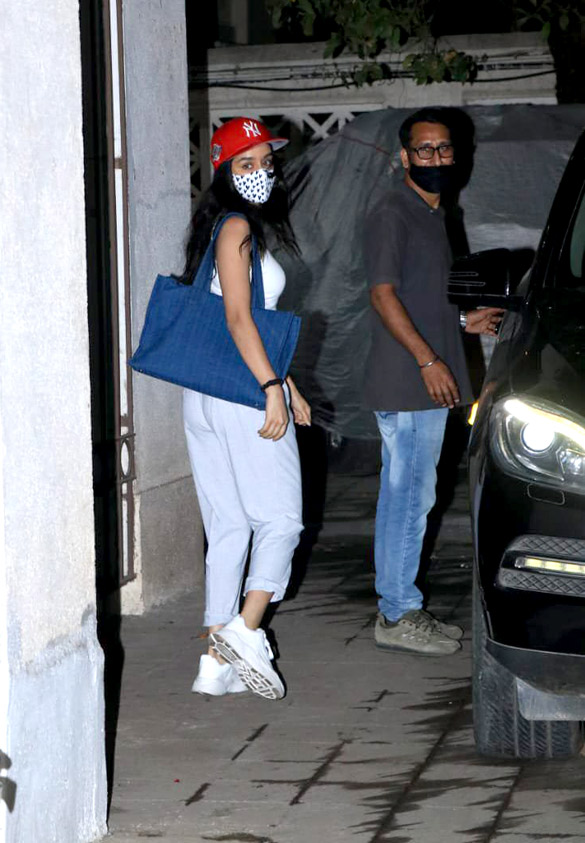 Shraddha Kapoor snapped at Juhu (2)