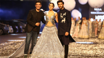 Kartik Aaryan and Kiara Advani look ethereal in Manish Malhotra collection at Lakme Fashion Week 2021