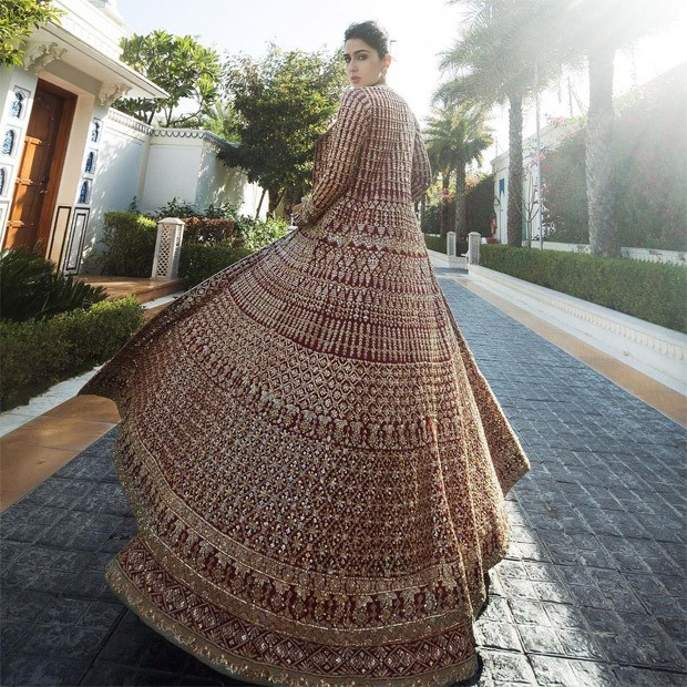 Sara Ali Khan unearths gliding and glorious affair in red and gold lehenga from Manish Malhotra's Nooraniyat collection
