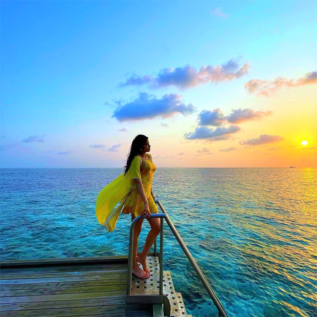 Janhvi Kapoor understand hype around Maldives, shares glorious pictures from her beach vacation