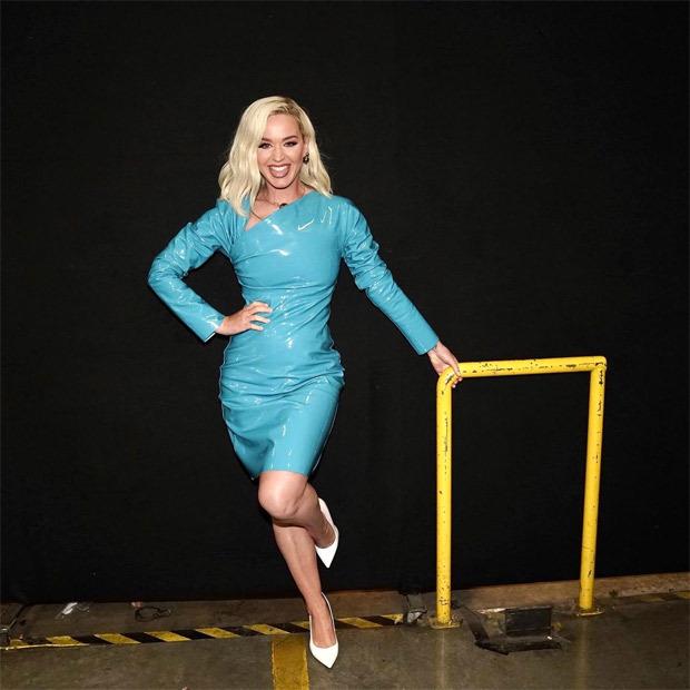 Katy Perry glows in blue Bottega Veneta latext mini dress, jokes her 'dress farts' on American Idol