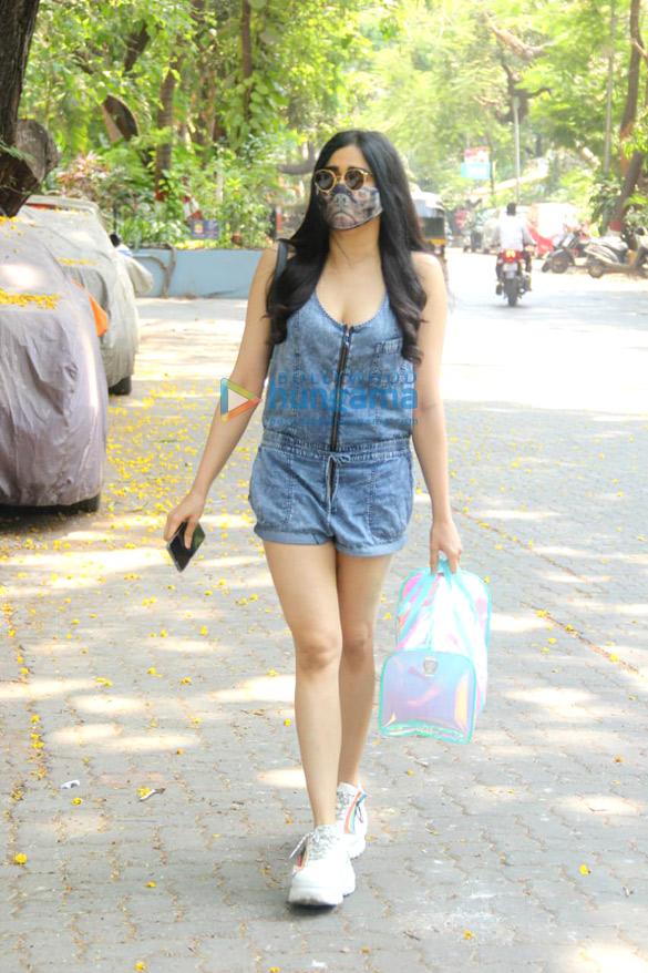 Photos Adah Sharma snapped in Bandra (4)