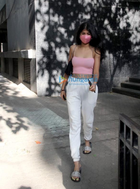 Photos Anjini Dhawan spotted at Santacruz (1)