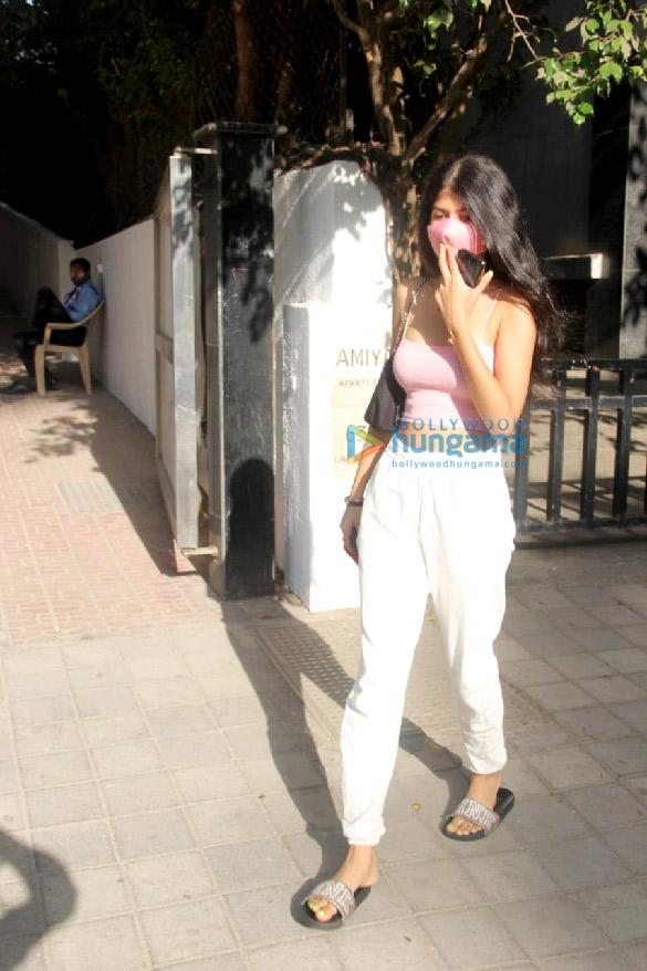 Photos Anjini Dhawan spotted at Santacruz (2)