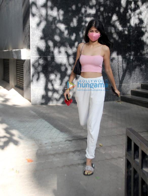 Photos Anjini Dhawan spotted at Santacruz (4)
