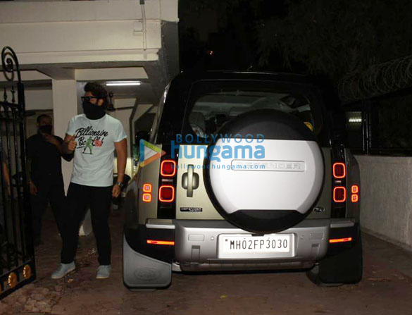 Photos Arjun Kapoor spotted with his new car (4)