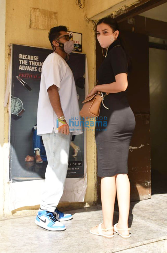 Photos Gauahar Khan and Zaid Darbar spotted at Juhu PVR (5)