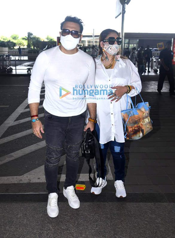 Photos Janhvi Kapoor and Govinda snapped at the airport (4)