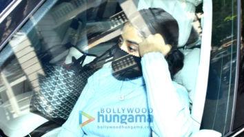 Photos: Janhvi Kapoor snapped at Jackky Bhagnani's house in Bandra