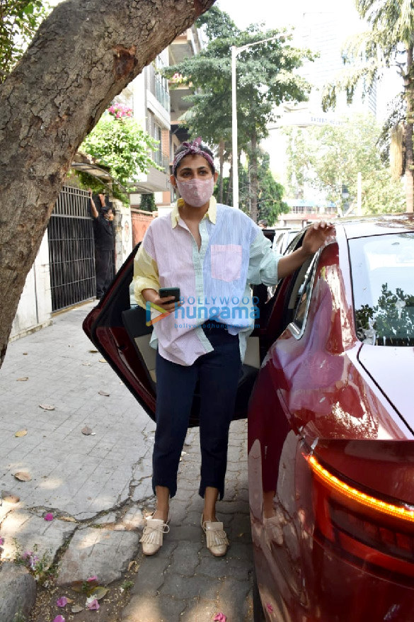 Photos Kubbra Sait spotted at a clinic in Juhu (2)