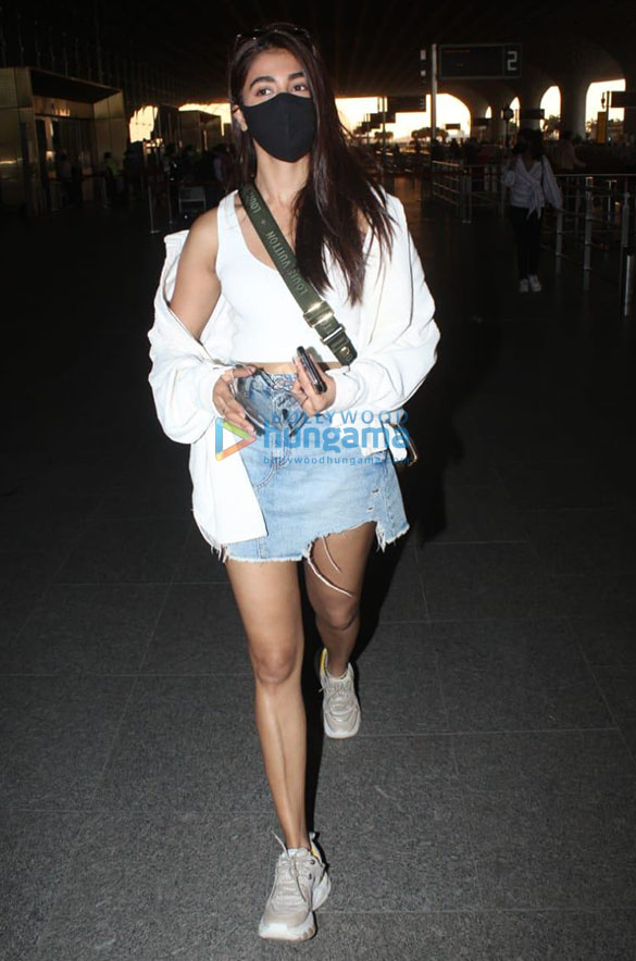 Photos Pooja Hegde snapped at the airport (3)