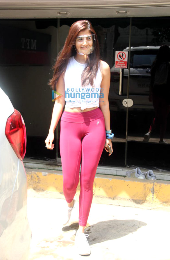 Photos: Pooja Hegde snapped at the gym in Santacruz