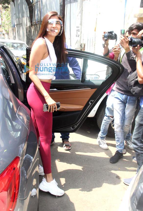 Photos: Pooja Hegde snapped at the gym in Santacruz