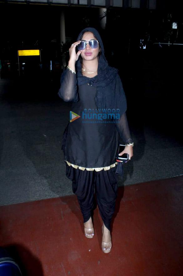 Photos Ranbir Kapoor, Alia Bhatt, Nikita Dutta and others snapped at the airport (4)