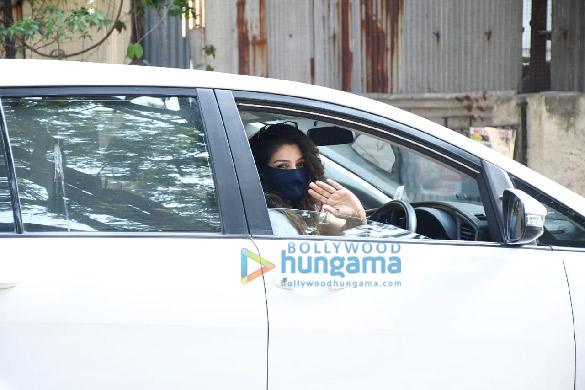 Photos Raveena Tandon snapped in Bandra (1)