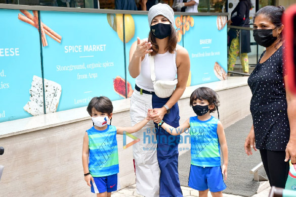Photos Sunny Leone snapped with her kids at Food Hall (5)