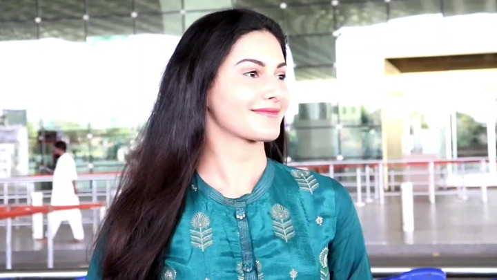 Spotted - Amyra Dastur and Anjum Fakih at Airport