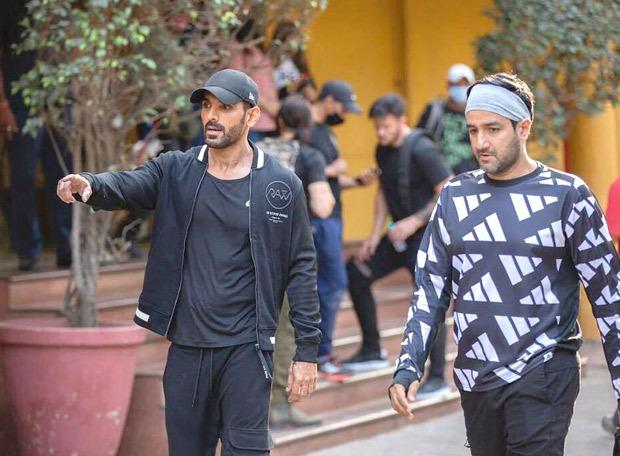 जॉन अब्राहम ने SRK - दीपिका पादुकोण स्टारर पठान के लिए फिल्म बनाना शुरू किया