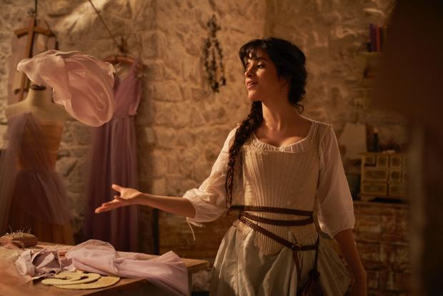 Cindrella पहली नज़र में कैमिला कैबेलो और निकोलस गैलिट्ज़िन की विशेषताएं;  अमेज़ॅन प्राइम वीडियो पर सितंबर में संगीतमय प्रीमियर