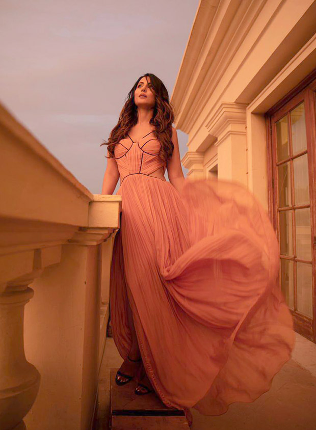 Hina Khan sets summer vibe in peach pleated dress in behind-the-scenes of 'Patthar Wargi' song