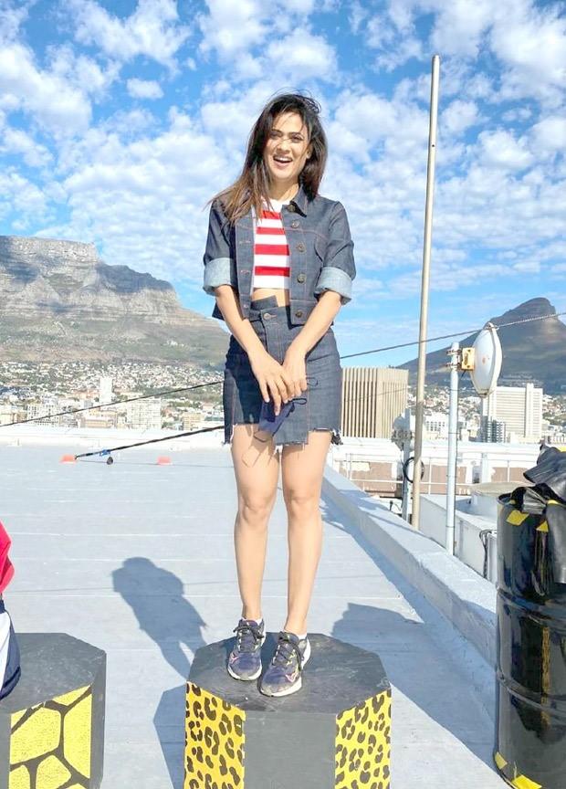 Khatron Ke Khiladi 11 star Shweta Tiwari flaunts her toned abs in striped top paired with denim jacket and mini skirt