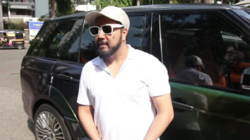 Mika Singh spotted outside a coffee shop