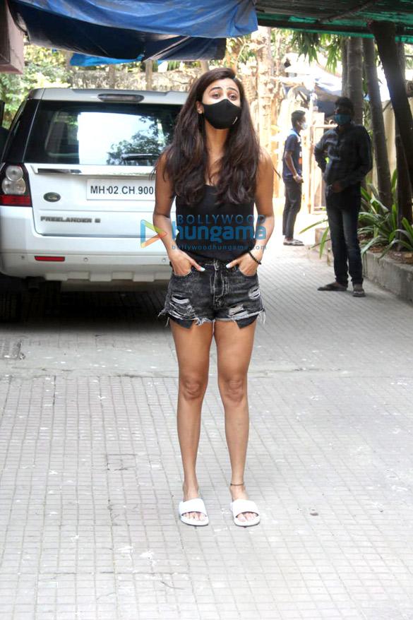 Photos: Daisy Shah spotted at pilates studio in Santacruz