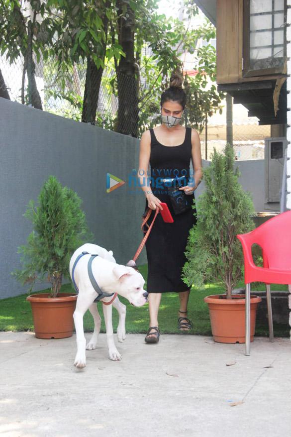 Photos Fatima Sana Shaikh spotted at a pet clinic (1)