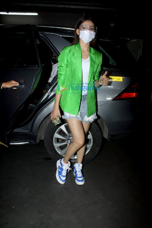 Photos Urvashi Rautela snapped at the airport (1)