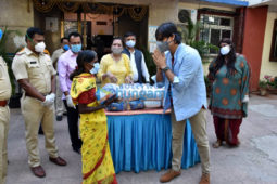 Photos: Vivek Oberoi distributes ration to needy people in Juhu