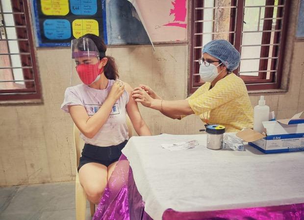 राधिका मदान कोविद के खिलाफ टीका लगाया जाता है, सभी से पंजीकरण करने का आग्रह करता है