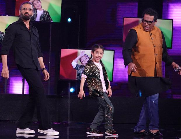 Dhadkan co-stars Shilpa Shetty and Suniel Shetty reunite on the sets of Super Dancer-Chapter 4