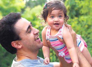 Imran Khan enjoys Mumbai monsoon with daughter in rare appearance