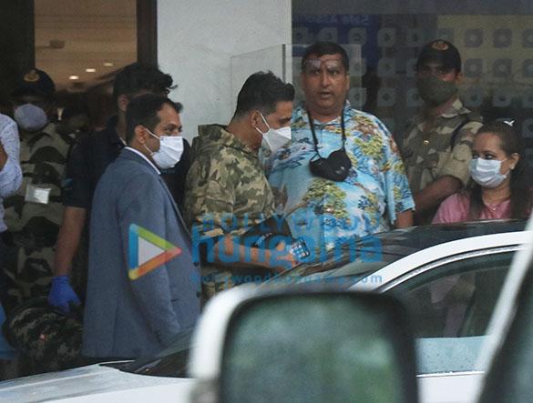Photos Akshay Kumar snapped at Kalina Airport (3)