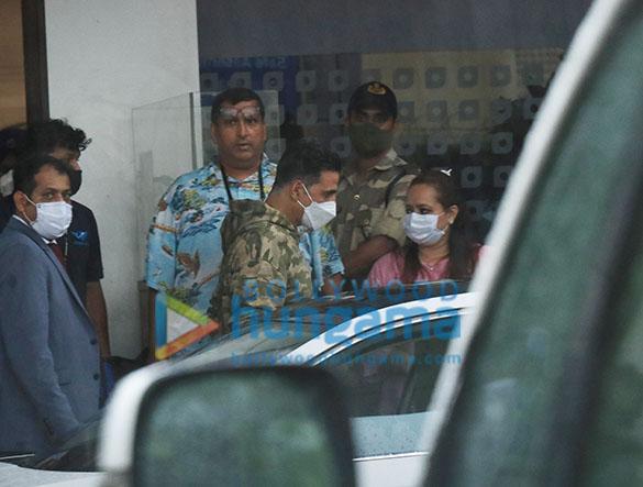 Photos Akshay Kumar snapped at Kalina Airport (4)