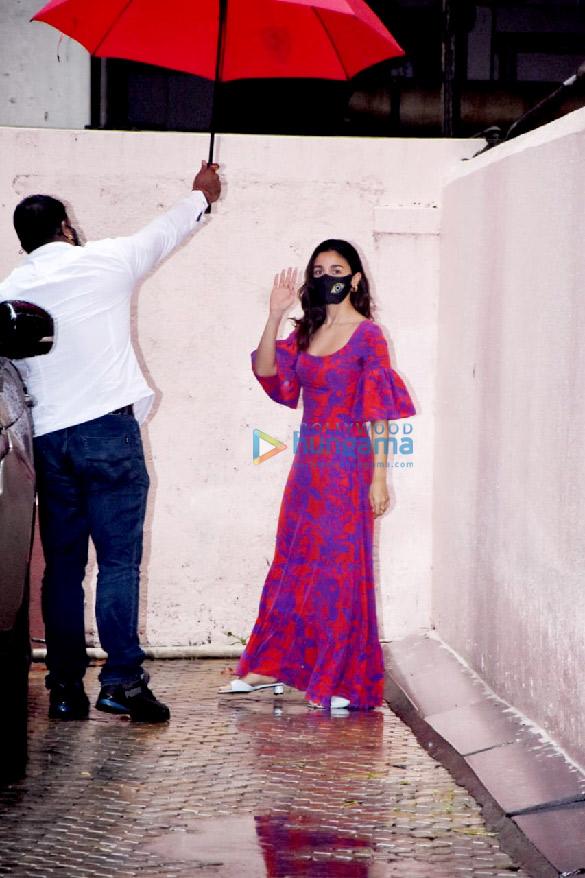 Photos Alia Bhatt snapped at Sanjay Leela Bhansali's office (5)